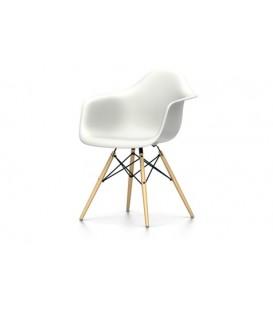Eames Plastic Chair DAW. Base de madera hilada con traviesas