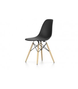 Eames Plastic Chair DSW. Base de madera hilada con traviesas