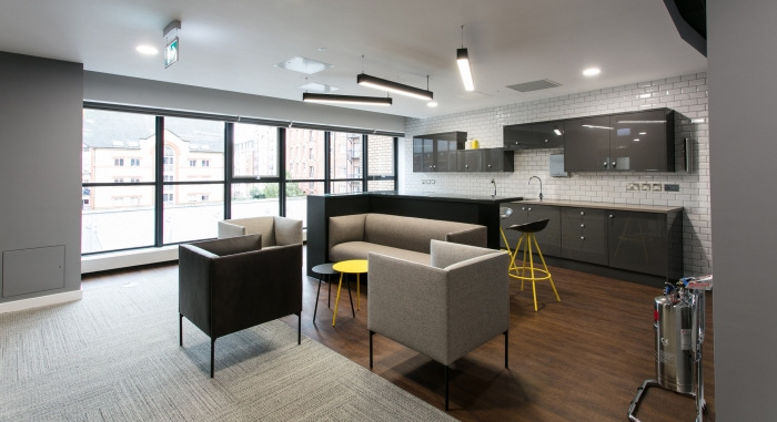 10. sunlife-offices-bristol-interaction-13-700x381