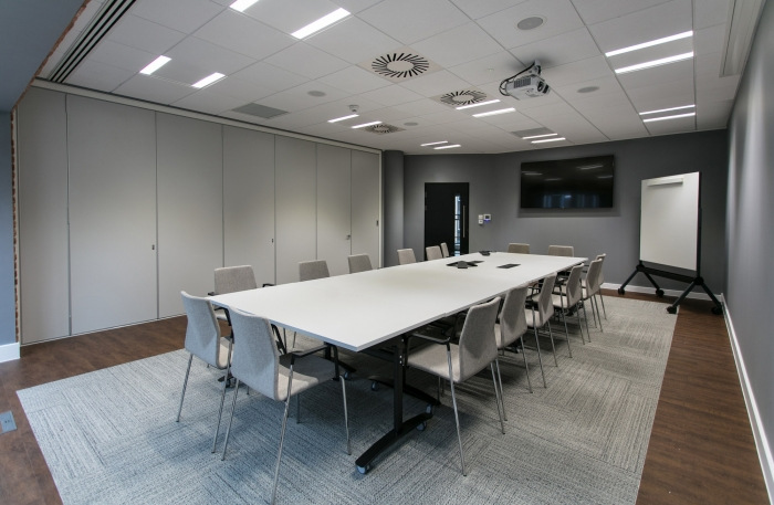 11. sunlife-offices-bristol-interaction-14-700x457