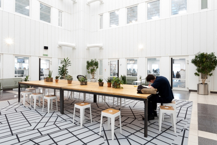 6. time-inc-offices-london-bradley-johnson-18-700x467