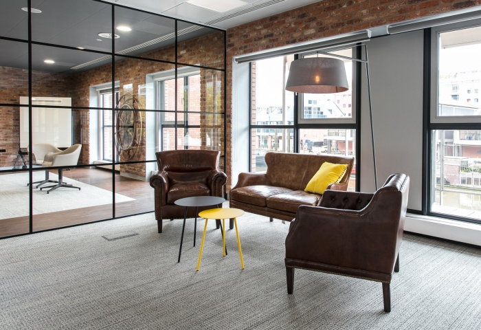 7.sunlife-offices-bristol-interaction-7-700x480