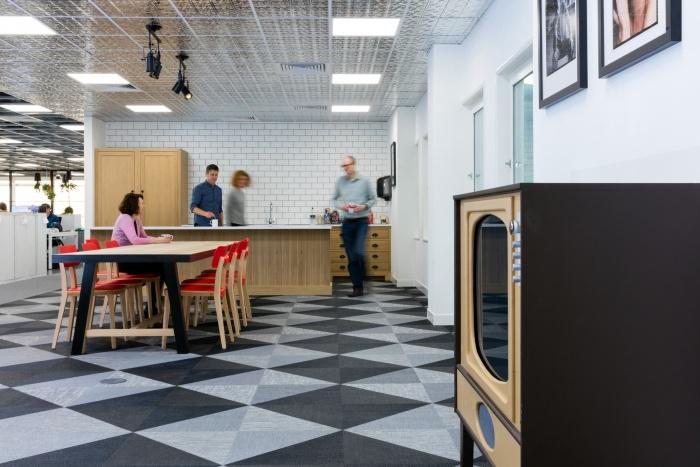8. time-inc-offices-london-bradley-johnson-8-700x467
