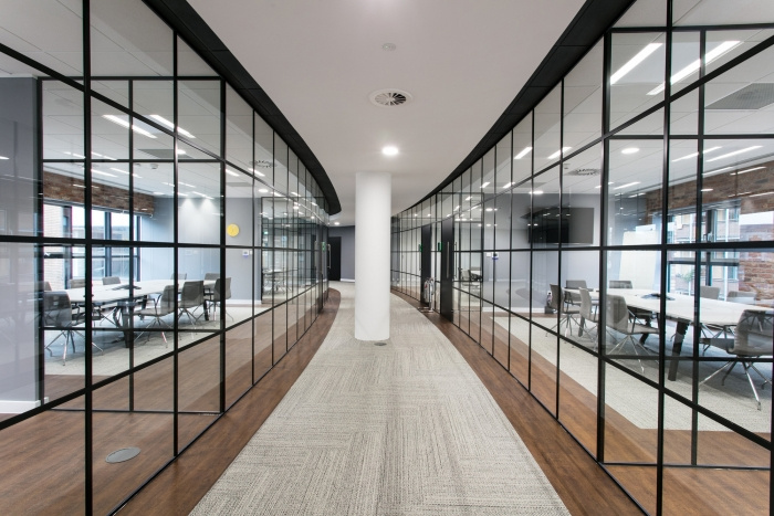9. sunlife-offices-bristol-interaction-12-700x467